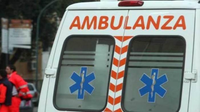 luminarie staccate da vento travolgono e feriscono due persone