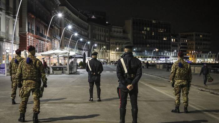 lungomare boom di turisti ma troppi abusivi
