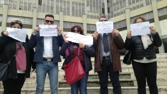 avvocati contro l inps flash mob di protesta