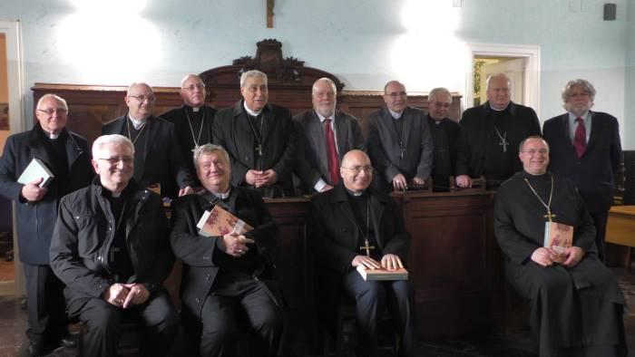 i vescovi campani in riunione a benevento foto