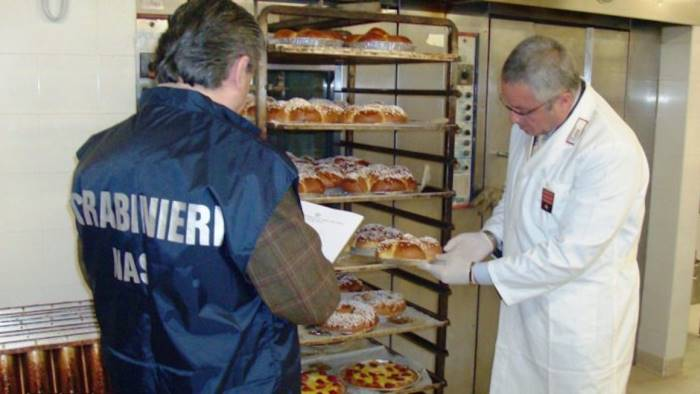 Blitz dei Nas a Salerno, alimenti dannosi e prodotti non tracciati