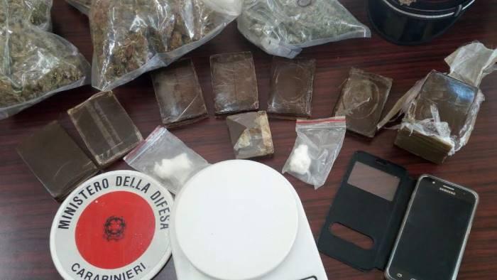 Maxi sequestro di droga in Campania: 1 kg di cocaina e hashish