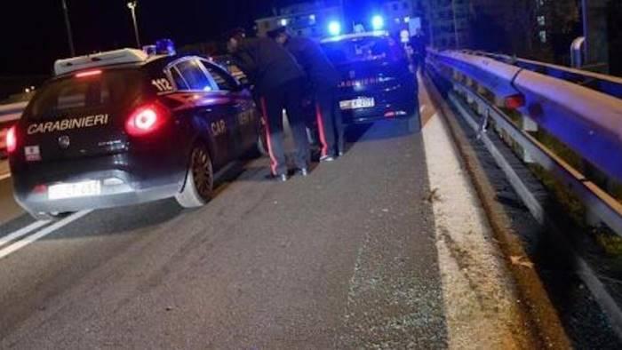 Conflitto a fuoco in autostrada, è morto il bandito in fuga
