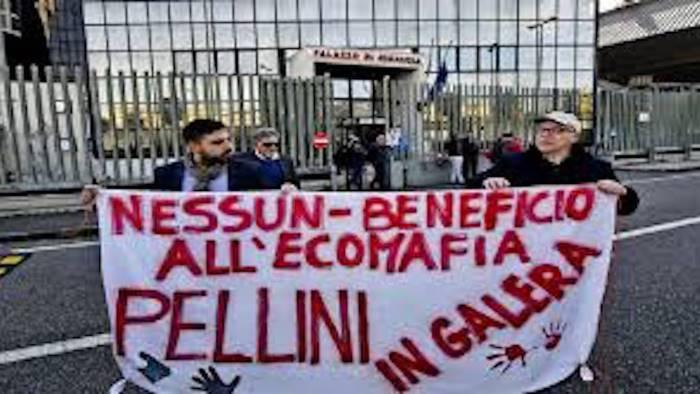 Napoli - protesta contro fratelli Pellini