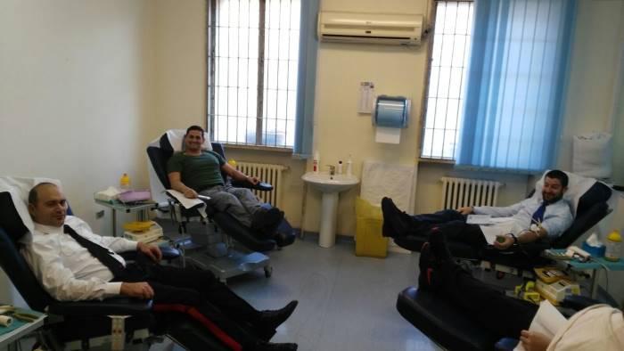 carabinieri e finanzieri al ruggi a donare il sangue