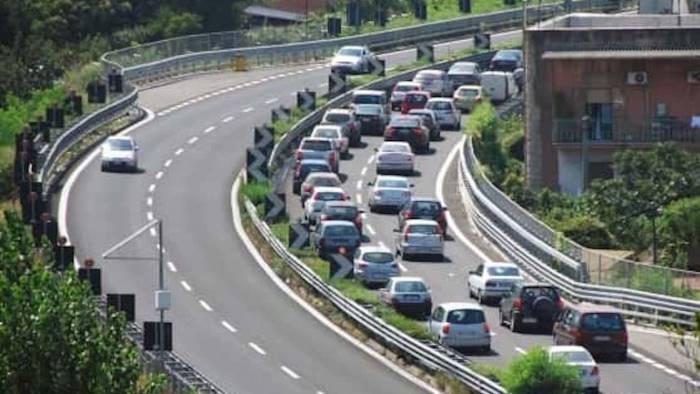 ponte 25 aprile traffico autostradale in tilt verso salerno