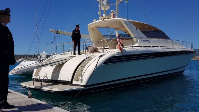 yacht rubato recuperato nel porto di sapri