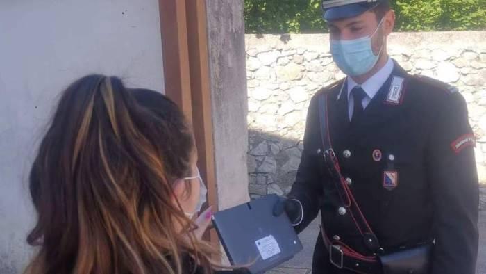 i carabinieri consegnano 7 tablet agli studenti del mandamento