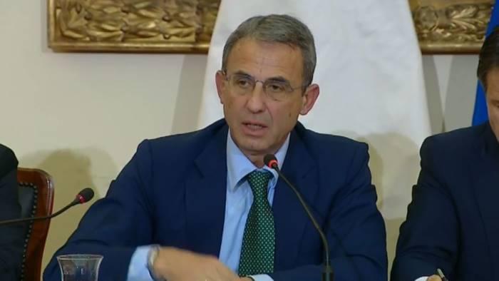 ministro costa bene carabinieri noe caserta contro roghi