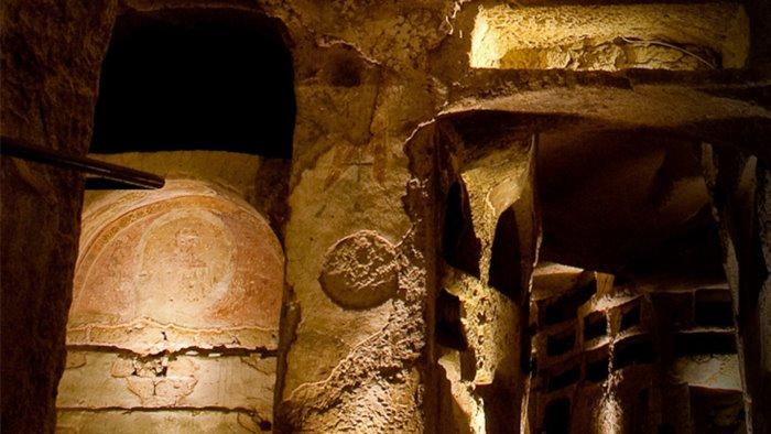 focus sulle catacombe di napoli