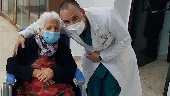nonna amalia si vaccina contro il covid a 104 anni