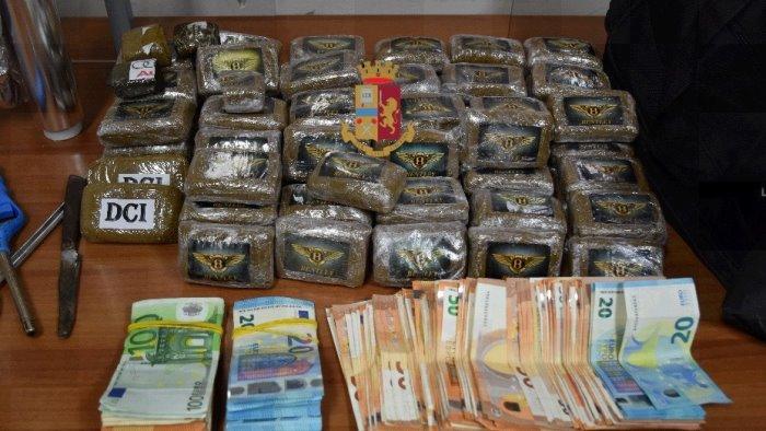 nasconde droga nei garage arrestato uno spacciatore
