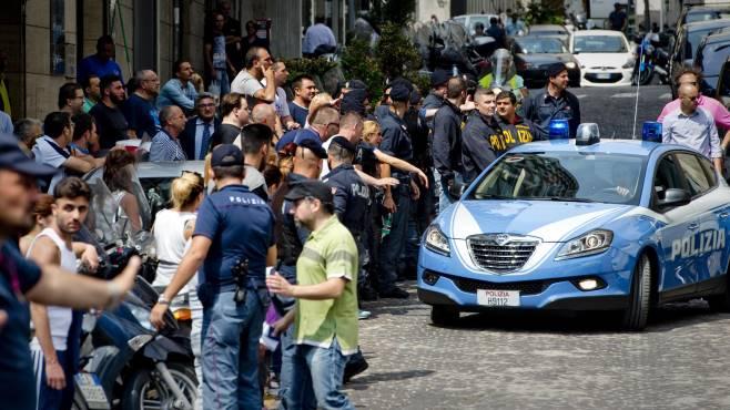 Camorra, pregiudicato ucciso in un agguato a Napoli