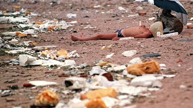 Operazione spiagge pulite, gli studenti di Perugia ripuliscono il Parco della Maremma