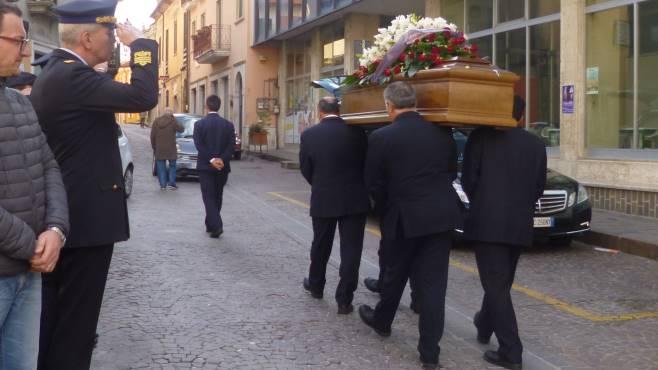il generale settimo caputo ai funerali di michele manganiello