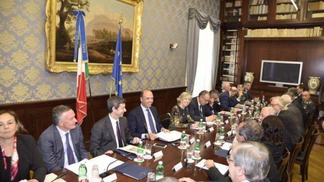 Napoli, vertice sicurezza: Orlando annuncia carcere a Nola