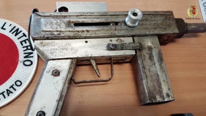 Maxi sequestro di armi nel quartiere Provolera