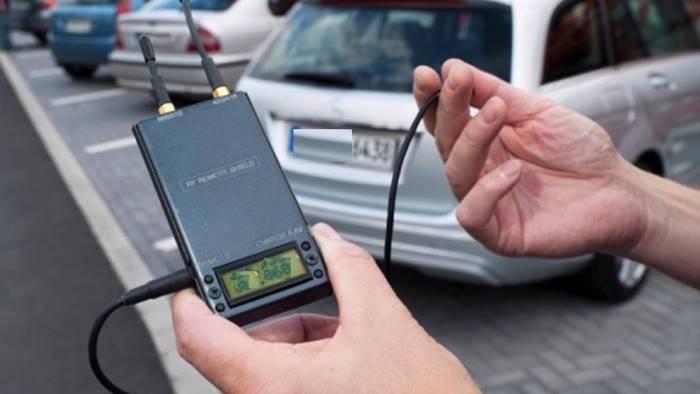 disturbatori di frequenza per aprire auto arrestati due ladri