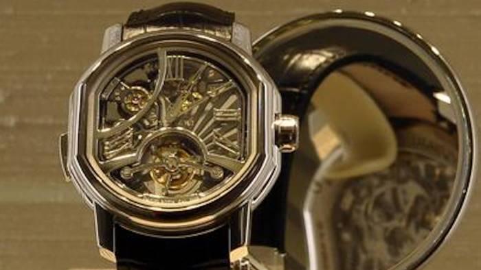 turista rapinato a napoli rubato orologio da 13mila euro
