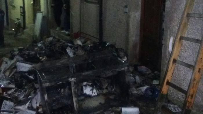 foto bagnoli fiamme in paese casa distrutta