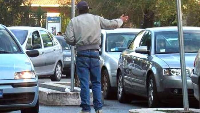 Daspo urbano per 8 parcheggiatori abusivi a Salerno