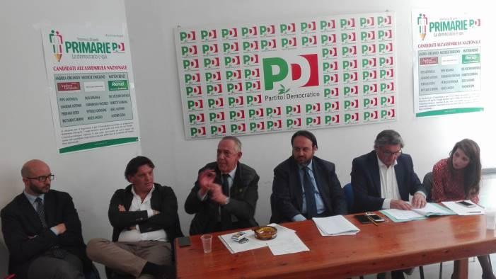 Assemblea Pd, il saluto di Emiliano a Renzi: ''Hasta la victoria, segretario''