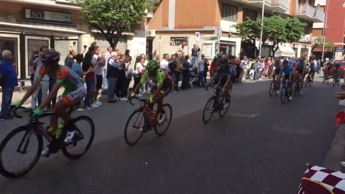 video giro d italia grande entusiasmo nel salernitano