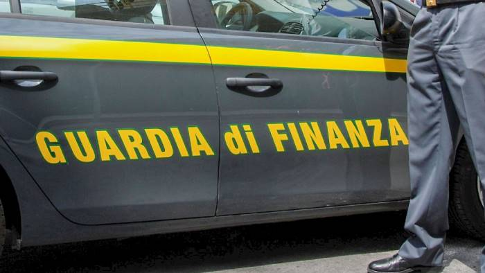 evasione fiscale e fatture false sequestro beni per societa