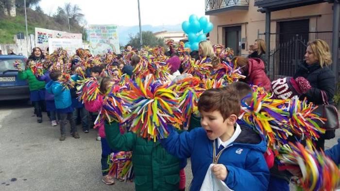 a ponte i bambini marciano per la pace