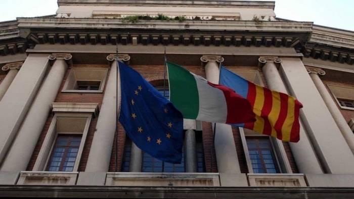 100mila euro al capostaff del sindaco basta cortigiani