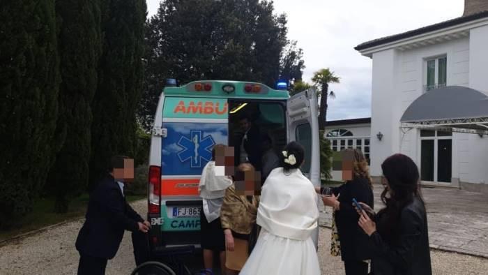 in ambulanza alle nozze del figlio malato sla avvera un sogno