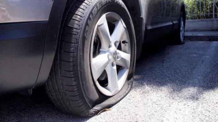 pneumatici squarciati alle auto dei candidati di bianchino
