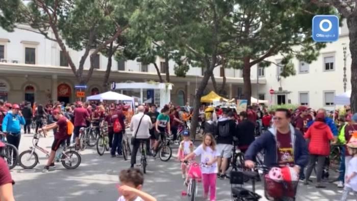 video tante bici a salerno i bambini invadono la citta