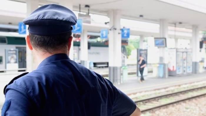 controlli della polfer in stazione due arresti