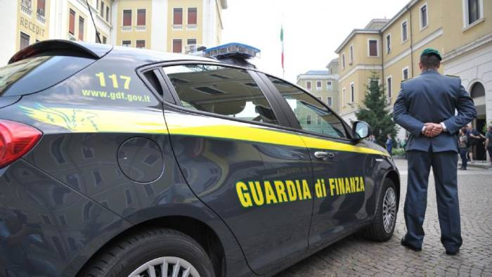 ischia controlli della gdf sequestrati 80mila euro e droga