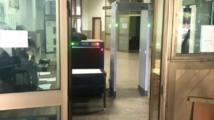 tribunale e arrivato finalmente il metal detector