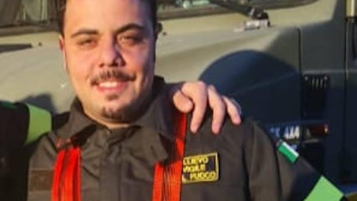 accusa malore alle poste interviene giovane vigile del fuoco