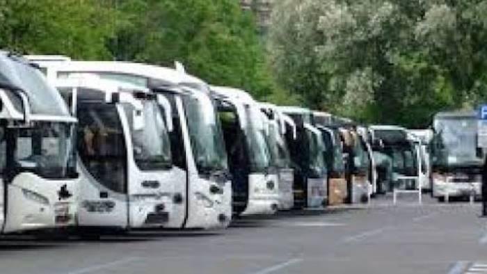 autisti bus turistici protestano a napoli noi dimenticati