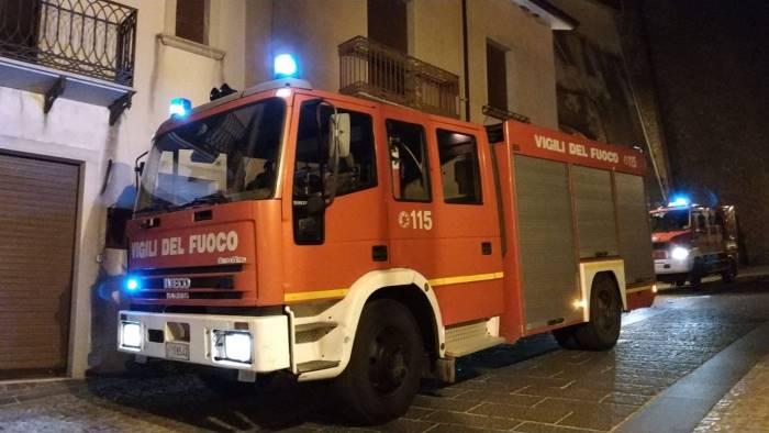 ariano vigili del fuoco in azione per una fuga di gas