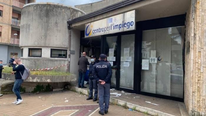 bomba contro il centro impiego due persone indagate