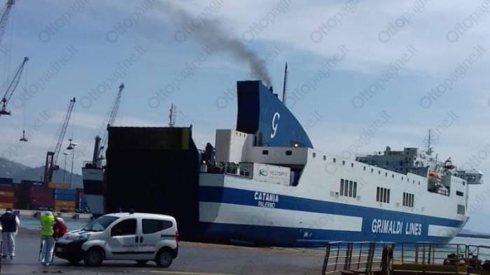 rimpatri da tunisi e arrivata la nave al porto di salerno