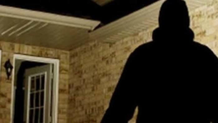 raid in una villa rubati soldi gioielli e due pistole