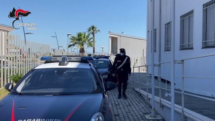 droga venduta di fronte alla chiesa cinque arresti