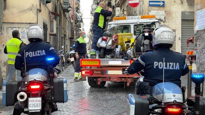 quartieri spagnoli sequestrati 45 veicoli privi di rca