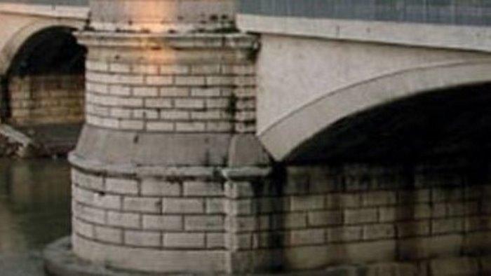 precipita giu dal ponte per un selfie grave 30enne napoletano