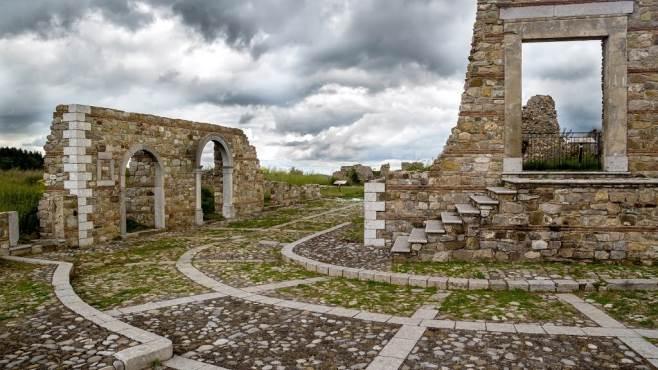 un accademia di design rurale nel borgo antico di aquilonia