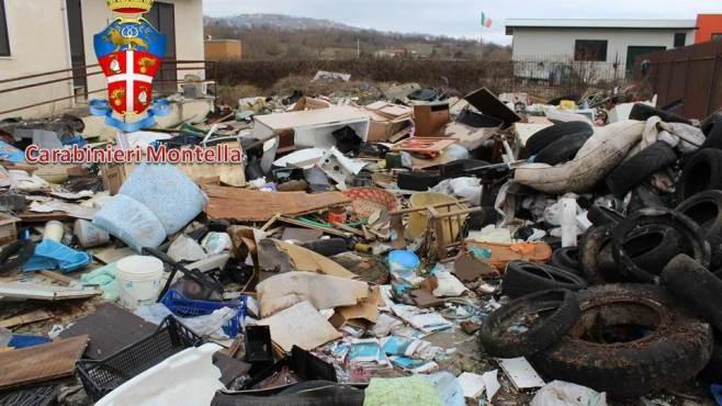rifiuti pericolosi davanti casa denunciato