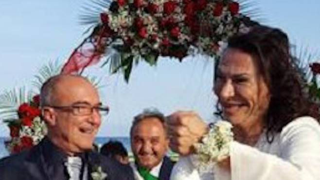 Matrimonio Spiaggia Salerno : Nozze gay a camerota: massimo e gianni amore eterno ottopagine.it