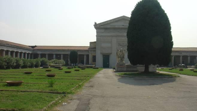 Napoli, sequestrate 8 cappelle gentilizie nel cimitero di Poggioreale