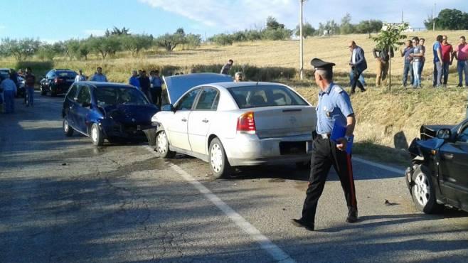 scontro tra tre auto grave una donna